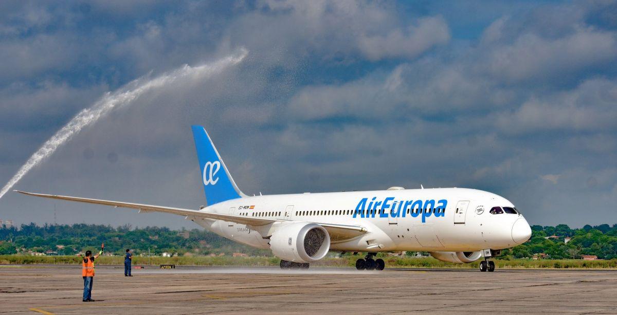 Avión de Air Europa en el Silvio Pettirossi. GENTILEZA