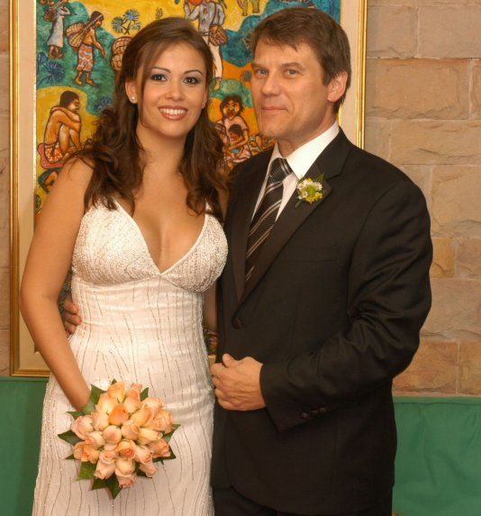 http://www.lavozdigital.com.py//assets/boda-de-paola-colman-y-roland-bendlin-bayersdorff-foto-de-archivo_534_573_1665980.jpg