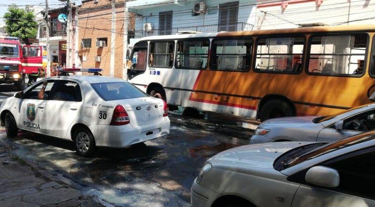 http://www.lavozdigital.com.py//assets/bus_incendiado_.jpg