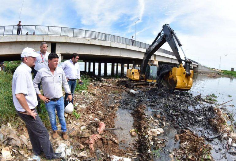 Limpieza del arroyo Mburicao