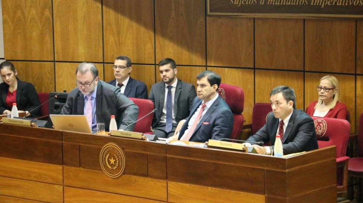 Reunión en Cámara de Senadores