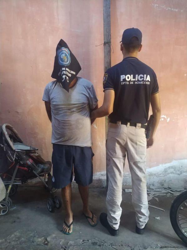 Sospechoso capturado por la Policía. GENTILEZA